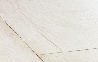 Suelo laminado Quickstep Classic Teca blanqueada blanca CLM1290